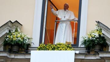 Franciszek w oknie papieskim do młodych małżonków: jesteście ludźmi odważnymi