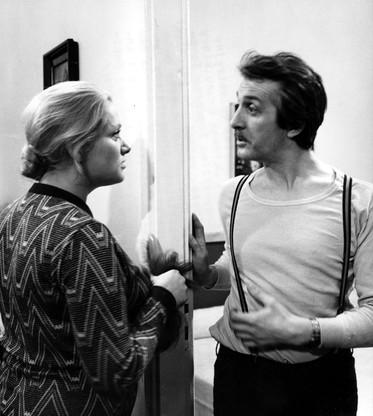 Zdjęcie archiwalne z 14.05.1975 r. Andrzej Kopiczyński (P) i Anna Seniuk (L) w filmie