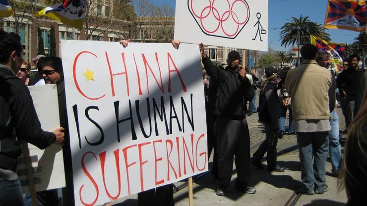 Chiński rząd: USA same naruszają prawa człowieka, a wytykają to innym