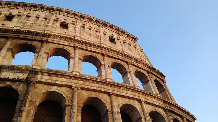 """Wielkie sprzątanie Rzymu z polityką w tle. """"Gdy inni mówią, my bierzemy się do pracy"""""""