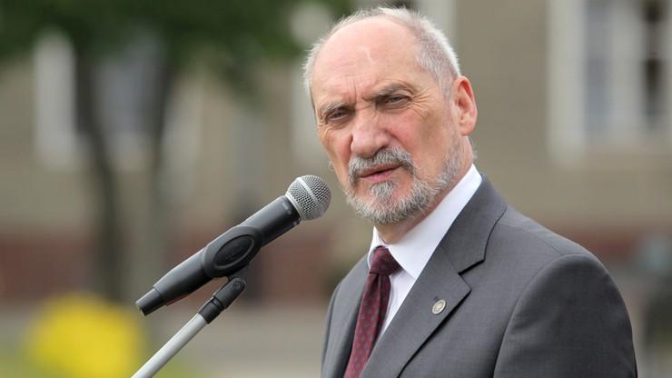 Macierewicz: Tusk odpowiedzialny prawnie w związku z katastrofą smoleńską