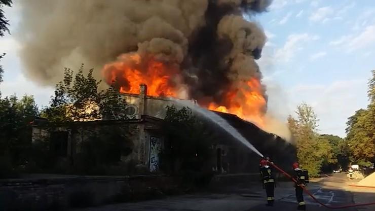 Pożar pustostanu w Głogowie. Dwie osoby poszkodowane
