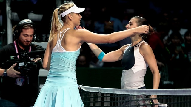 WTA Finals: Szarapowa wygrała z Pennettą, Radwańska w półfinale