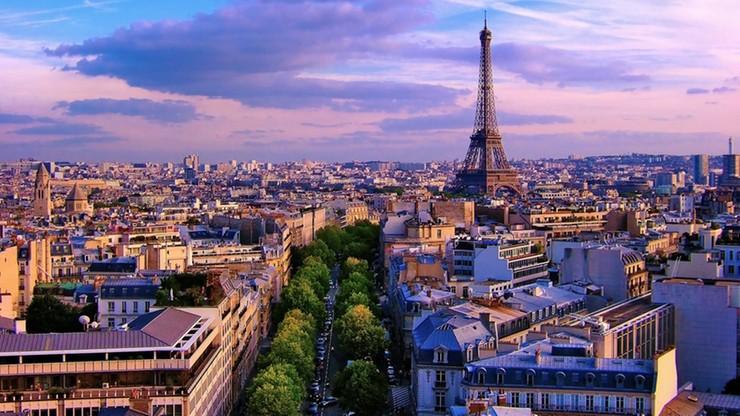 Premier Francji apeluje do turystów: przyjeżdżajcie do Paryża