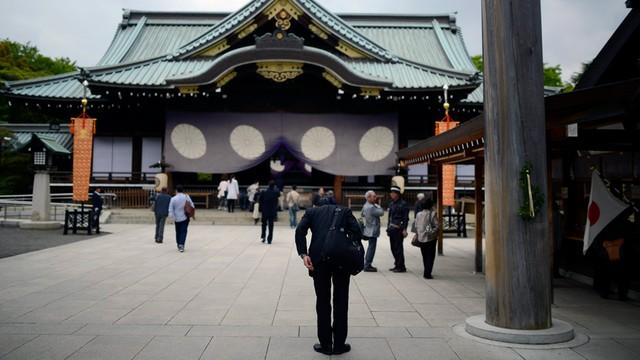 Japonia: premier Abe ofiarował tradycyjne drzewko świątyni Yasukuni
