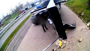 Nagranie wypadku z Kielc. BMW wjeżdża w ludzi na przystanku autobusowym