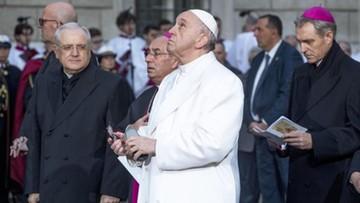 Papież Franciszek chce zmienić słowa modlitwy