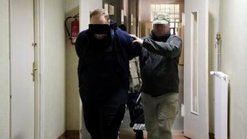 Policja rozbiła gang narkotykowy. Dwanaście osób zatrzymanych w Warszawie