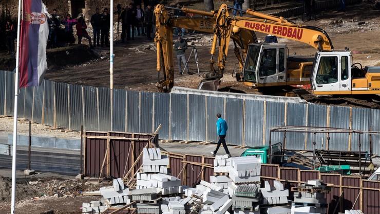 Usunięto mur w Kosovskiej Mitrovicy. W tle spór z Serbami