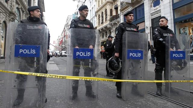 Turcja: zawieszono prawie 13 tys. policjantów za związki z Gulenem