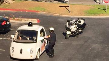 Policjanci chcieli dać mandat kierowcy. W aucie... nikogo nie było