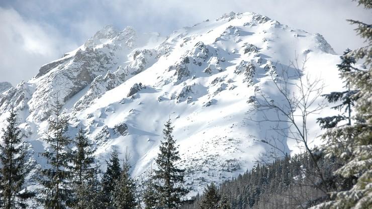W Tatrach intensywne opady śniegu. Trzeci stopień zagrożenia lawinowego
