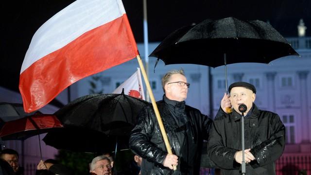 Kaczyński: 10 kwietnia staną pomniki - ofiar katastrofy i L. Kaczyńskiego
