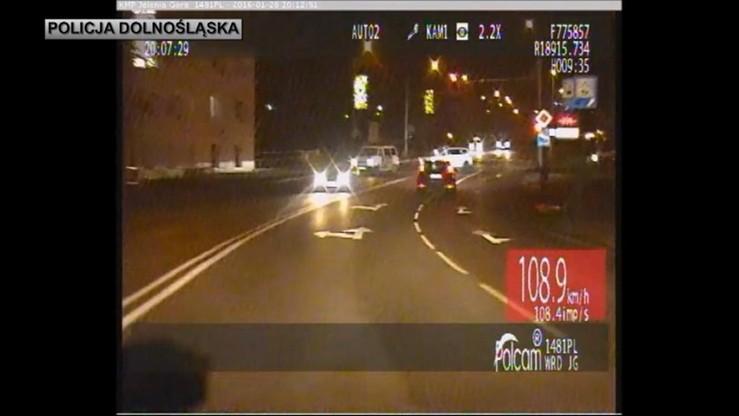 Jelenia Góra: uprowadził samochód, przejechał mężczyznę. Na proces poczeka w areszcie. Grozi mu do 15 lat więzienia