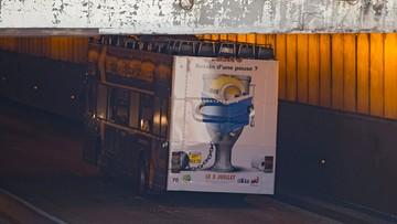 23-06-2017 16:49 Piętrowy autobus utknął w tunelu w Paryżu. Co najmniej cztery osoby ranne