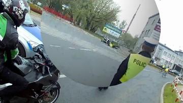 Potrącił motocyklem policjanta i uciekł. Komenda publikuje film