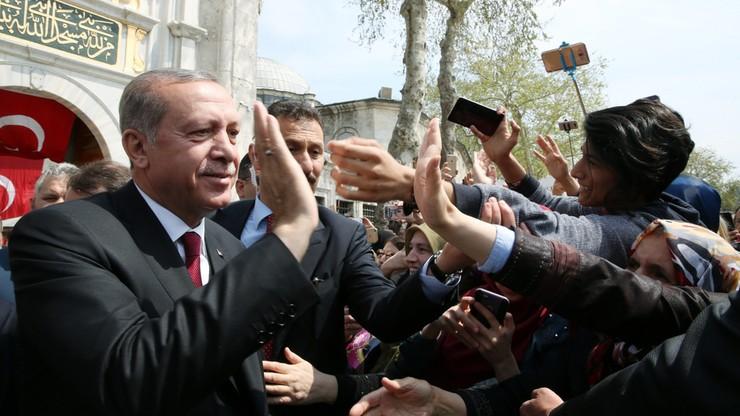 """Europejska krytyka tureckiego referendum. """"Brak standardów"""", """"nierówne warunki"""". """"Zawiesić rozmowy akcesyjne"""""""