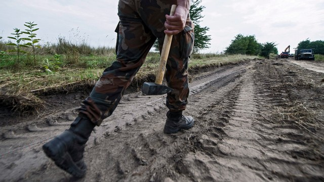 Węgry przeciw imigrantom. Ruszyła budowa muru na granicy