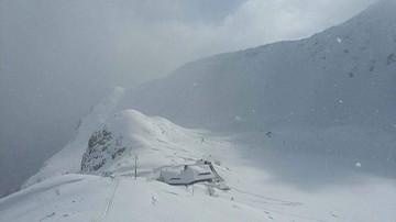 21-04-2017 18:57 Armagedon śnieżny w Tatrach. Zasypane drogi do schronisk, apele o zaniechanie wycieczek