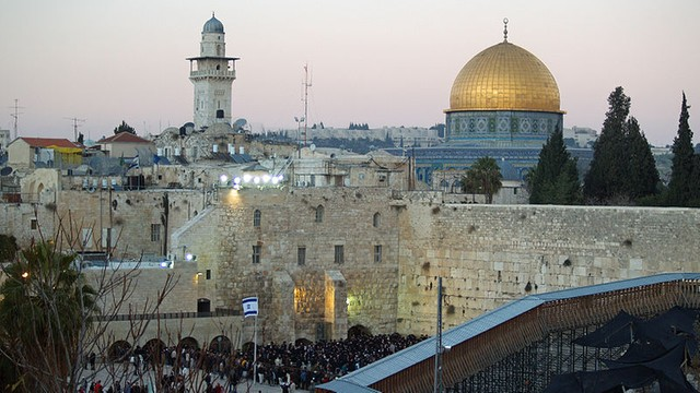 Setki dodatkowych policjantów w Jerozolimie przed piątkowymi modłami