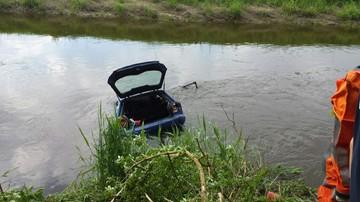 24-05-2017 17:37 Auto spadło ze skarpy i wpadło do rzeki. Nie żyje kierowca, 4 osoby ranne