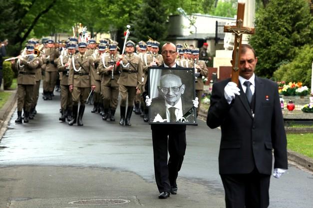 Pożegnanie Bartoszewskiego: odszedł wielki patriota i nauczyciel