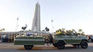 Ostatni pochód. Prochy Fidela Castro podróżują po Kubie