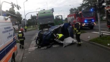 Nie miał prawa jazdy, czołowo zderzył się z tirem. Dwie młode pasażerki ciężko ranne