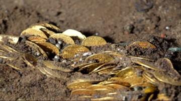 Prawie pół tysiąca złotych monet i biżuteria. Niezwykły skarb odkryto w Bydgoszczy