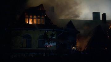 20-03-2016 20:30 Pożar w Milanówku. Zapaliła się zabytkowa willa