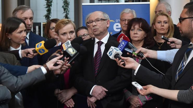 """""""PiS dąży do wyprowadzenia Polski z Unii"""". Opozycja komentuje publikację rezolucji Europarlamentu"""