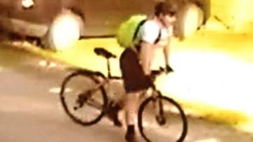 25-07-2017 13:14 Zsiadł z roweru, kopnął kobietę i odjechał. Policja szuka sprawcy i publikuje film