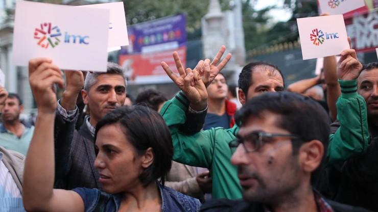 Turcja: protest dziennikarzy przeciwko zamknięciu prokurdyjskiej telewizji