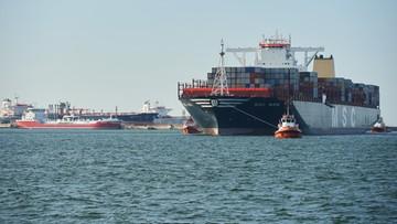 02-06-2016 19:52 Największy kontenerowiec na świecie wpłynął do portu w Gdańsku