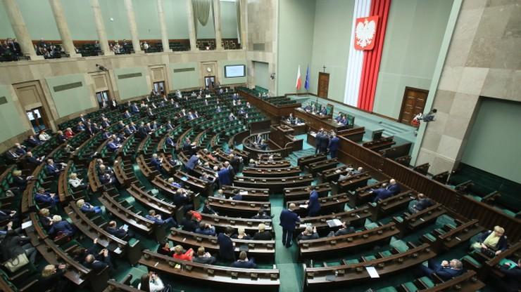 Sondaż: PiS na czele, Kukiz'15 wyprzedza Nowoczesną