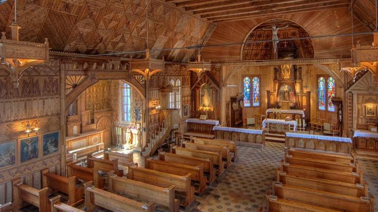 Ksiądz samowolnie podjął się konserwacji ponad stuletniego kościoła. Parafianie zaniepokojeni