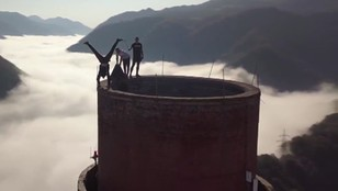 360 metrów czystej adrenaliny. Ekstremalna wspinaczka na najwyższy komin w Europie