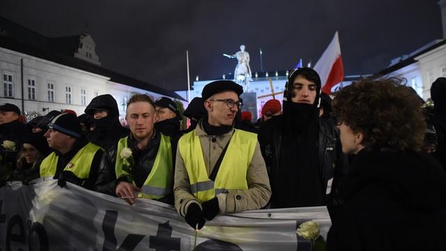 Kaczyński na miesięcznicy: dzisiaj mamy po raz pierwszy do czynienia z próbą zakłócenia naszej manifestacji