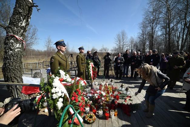 Polska delegacja złożyła wieńce w Smoleńsku