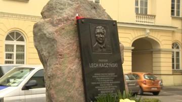 17-08-2016 18:04 Warszawa: nie ma nakazu usunięcia tablicy pamięci Lecha Kaczyńskiego