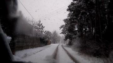 2017-11-20 Obfite opady śniegu utrudniają kierowcom jazdę w Warszawie