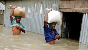 Co najmniej 700 ofiar powodzi w Indiach, Nepalu i Bangladeszu