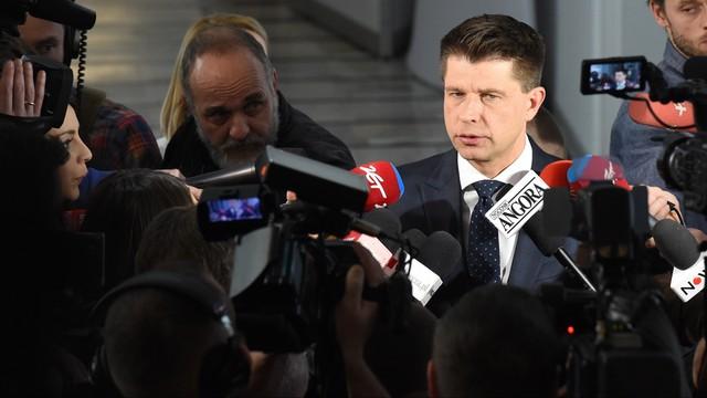 Petru: Nowoczesna nie opusza sali sejmowej, ale nie będzie blokować mównicy