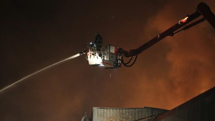 Groźny pożar uszkodzonej fabryki chemicznej w Teksasie. Jest ryzyko eksplozji