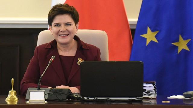 CBOS: 36 procent zwolenników rządu Beaty Szydło, 33 procent przeciwników