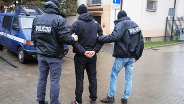 """17-11-2016 11:13 Oszukiwali metodą """"na policjanta"""". Trafili do aresztu"""