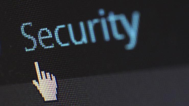Brytyjski rząd zmienia projekt ustawy o inwigilacji elektronicznej