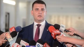 19-09-2016 15:07 Misiewicz poprosił o zawieszenie w funkcjach w MON. Macierewicz: przychylam się