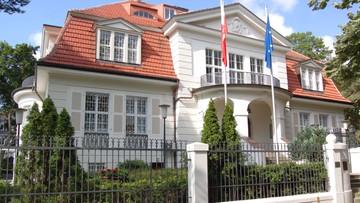 06-11-2016 20:44 Niemcy: kanister wrzucony na teren polskiej ambasady. Jest śledztwo policji