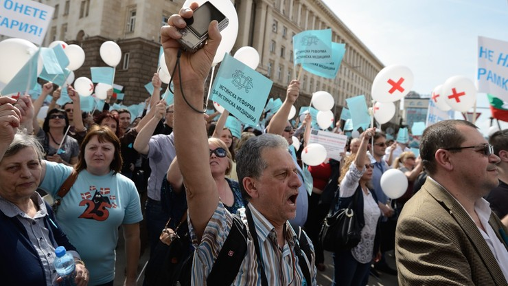 Tysiące lekarzy protestują pod siedzibą rządu w Bułgarii